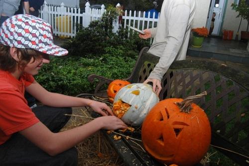 Pumpkin carving, eeeechcch!
